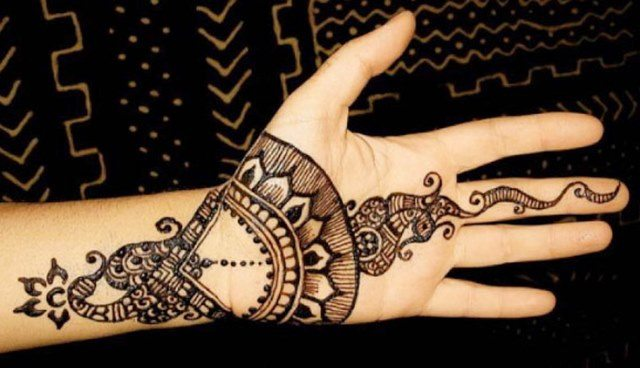 Henna design in Arabic style