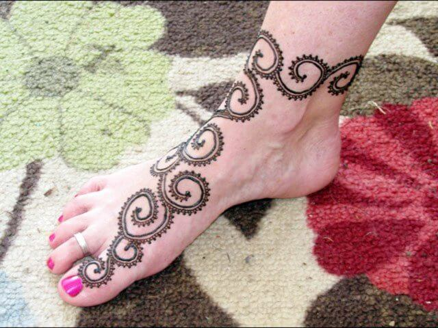 Henna designs for feet with spiral pattern
