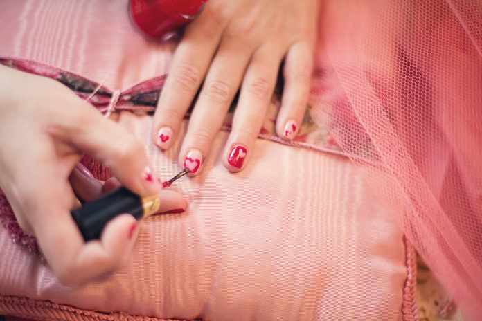 How to Thin Nail Polish in a Step by Step Process?